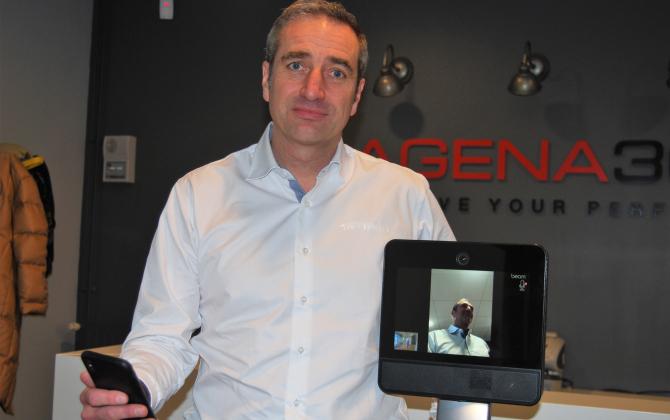 """Sébastien Trichet, le président d'Agena 3000, est """"présent"""" dans son entreprise choletaise depuis Toronto grâce à Beam, un robot de téléprésence conçu à Lyon."""