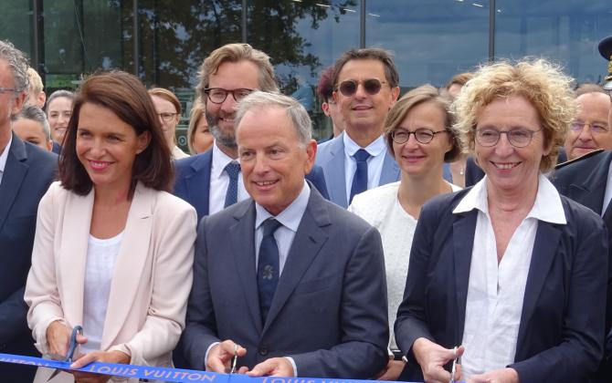 Muriel Pénicaud, ministre du Travail (à gauche), a inauguré le séminaire Louis Vuitton à Beaulieu-sur-Layon, aux côtés de Christelle Morançais, présidente des Pays de la Loire et Michael Burke, président de Louis Vuitton.