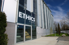 Devanture du tiers-lieu d'Ethics Group : l'Ethics Village.