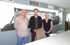 Hugo Wunschel et ses parents, Philippe et Nathalie, sont à la tête d'une entreprise familiale de Châtenois fabrique du grillage simple torsion, sur des machines datant de la Seconde guerre mondiale.