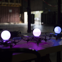 Drones lumineux de la start-up girondine Dronisos